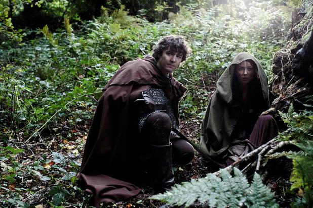 Mordred (ALEX VLAHOS), Kara (ALEXANDRA DOWLING)