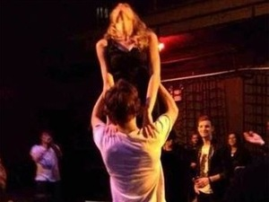 Harry Styles and Taylor Swift do the &#39;Dirty Dancing&#39; lift.
