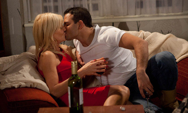 Corrie, Stella and Jason kiss, Thu 13 Dec 2012