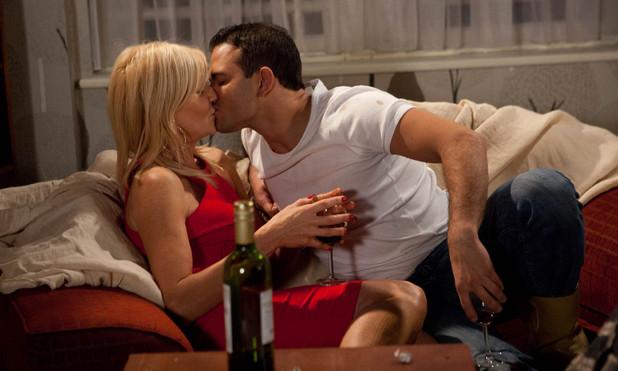 Corrie, Stella and Jason kiss, Thu 13 Dec 2012