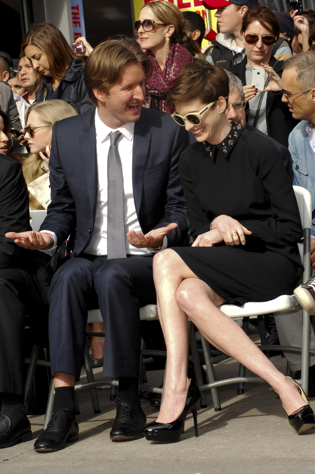 Tom Hooper, Anne Hathaway