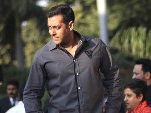 Salman Khan attends a promotional event of his upcoming Hindi film<em>Dabangg 2</em> or Fearless 2, in New Delhi, India