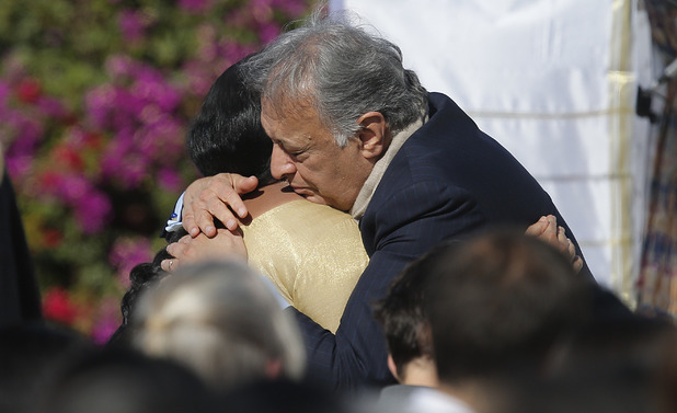 Sukanya Rajan, left, is comforted by conductor Zubin Mehta during a memorial service for Ravi Shankar 