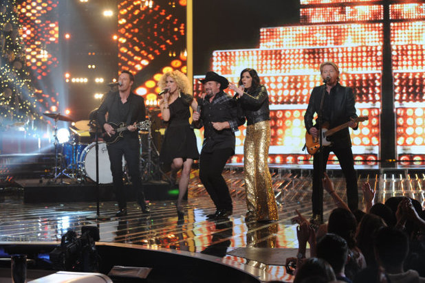 Tate Stevens and special guest Little Big Town perform