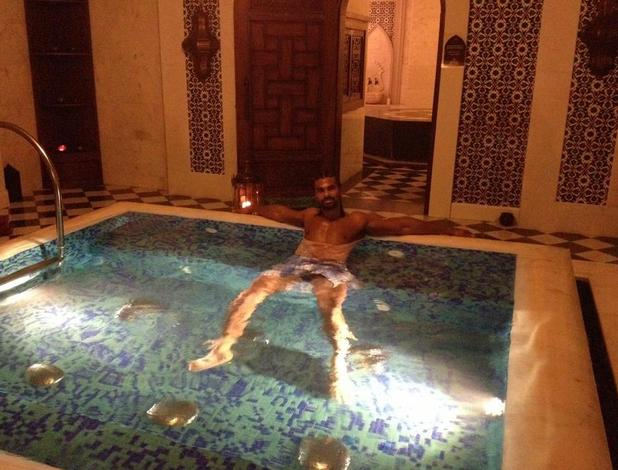"David Haye, twitter, twitter, hot tub, Morocco, ""Chillin in da tub!!! :-)"""