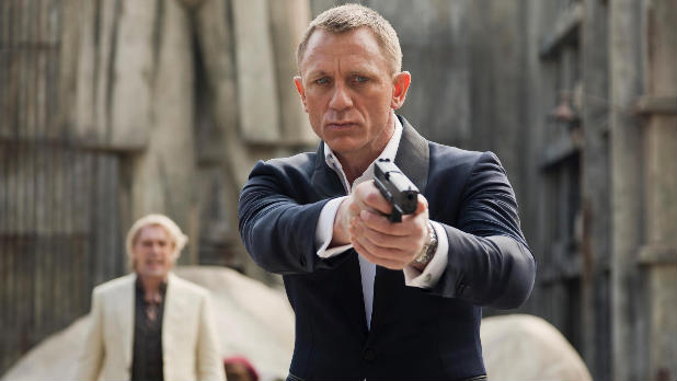 Daniel Craig's 007 appears to fall to his death in the new 'Skyfall' trailer.