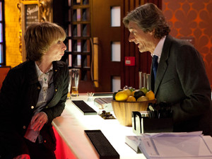 8043: With the departure of Kylie, Lewis seizes the chance to advise Gail to downsize