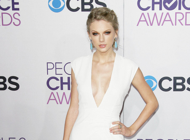 The Peoples Choice Awards 2013 held at Nokia Theatre L.A. Live  - Red Carpet Arrivals: Taylor Swift