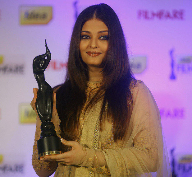 Aishwarya Rai Bachchan poses for a picture with the trophy of the 58th India Filmfare Awards during an event in Mumbai, India, Wednesday, Jan. 9, 2013.