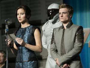 &#39;The Hunger Games: Catching Fire&#39; still: Jennifer Lawrence and Peeta Katniss
