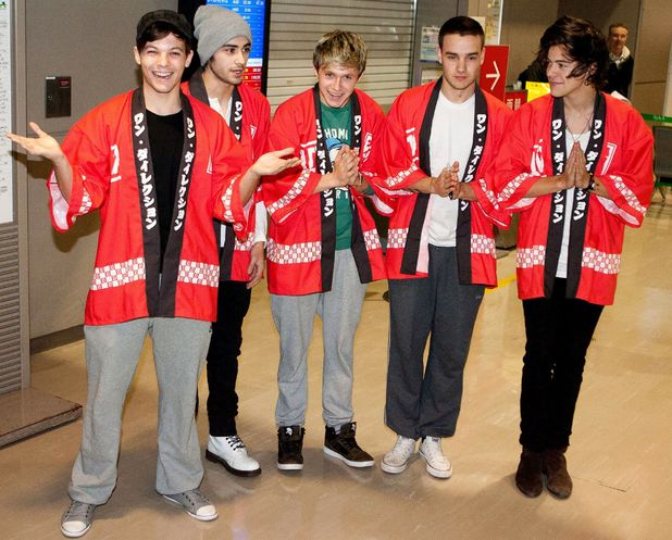 One Direction, wearing traditional Japanese traditional costumes, Narita International Airport, Tokyo