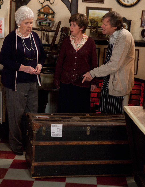 8052: Roy and Hayley are mystified when Sylvia's trunk arrives back from Milton