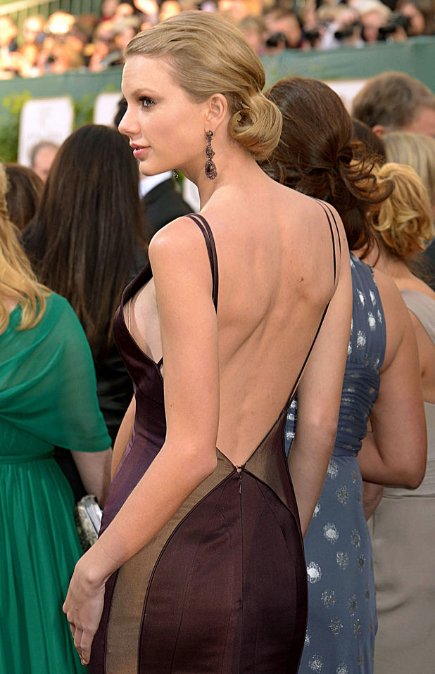 Taylor Swift suffers wardrobe malfunction at Golden Globes 2013