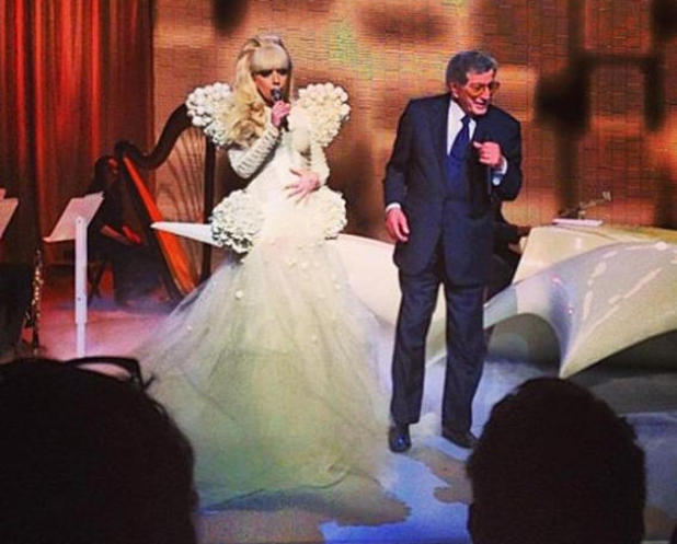 Lady Gaga and Tony Bennette performing