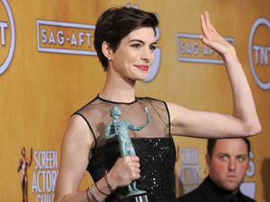 Anne Hathaway with her SAG Award for &#39;Les Miserables&#39;