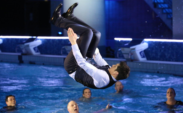 Splash Live final: Vernon dives into the pool.