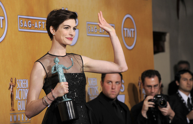 Anne Hathaway with her SAG Award for 'Les Miserables'