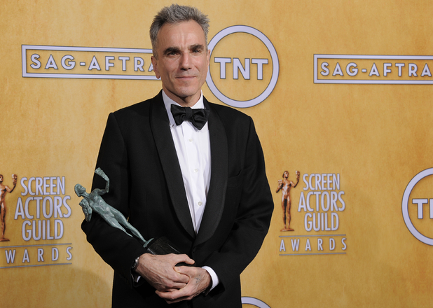 DAniel Day-Lewis with his SAG Award for 'Lincoln'