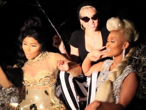 Lil&#39; Kim, Miley Cyrus and Tiffany Foxx record &#39;Twisted&#39; music video.