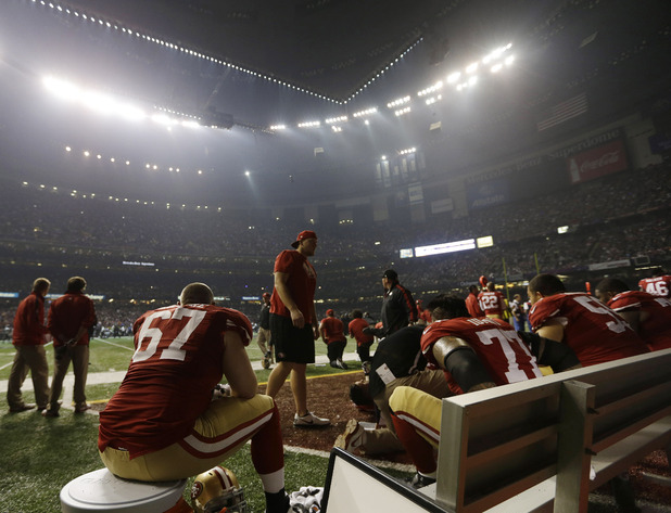Power out at the Super Bowl - San Francisco 49ers wait for play to resume