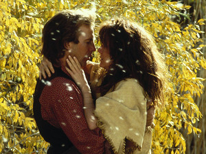 Still of Kevin Costner and Mary McDonnell in 'Dances with Wolves'