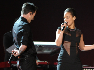 Grammy Awards 2013: Alicia Keys with Maroon 5