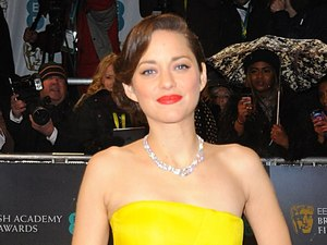 Marion Cotillard - BAFTAs wardrobe malfunction