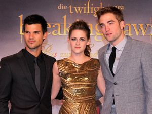 Robert Pattinson, Kristen Stewart and Taylor Lautner going to play bowls on a reserved bowling alley at Berolina Bowling Lounge in Schoeneberg. Berlin, Germany - 16.11.2012 Credit: WENN.com