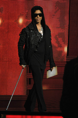Prince makes a surprise appearance at the 2013 Grammy Awards