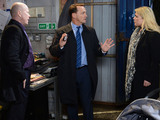 Billy tells Phil and Sharon that Lola has runaway with Lexi.