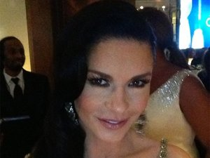 Catherine Zeta Jones poses for a picture before her Chicago performance at the Oscars 2013