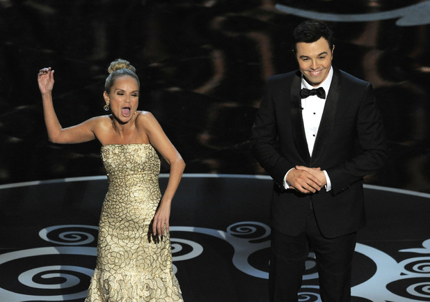 Seth MacFarlane and Kristin Chenoweth close the 2013 Oscars