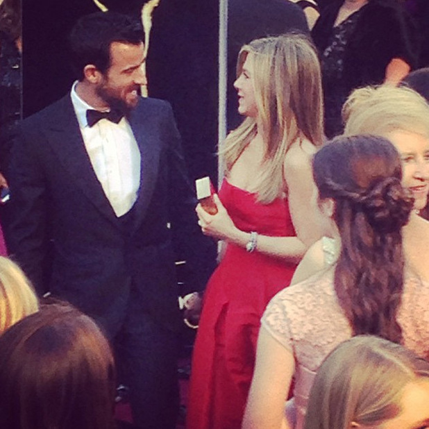 Jennifer Aniston and Justin Theroux on the red carpet at the Oscars 2013