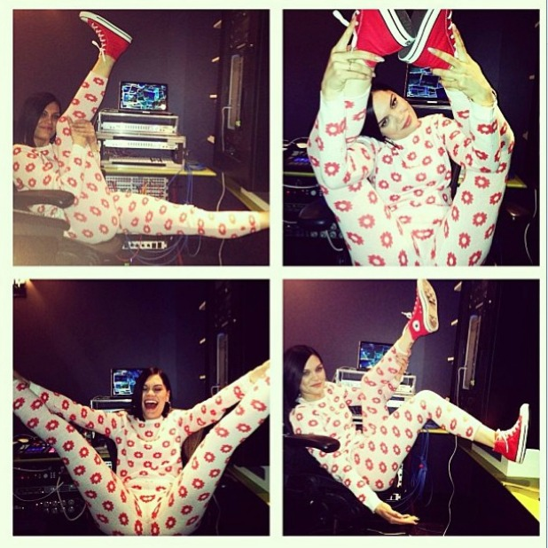 Jessie J shows off leg flexibility in Instagram photo