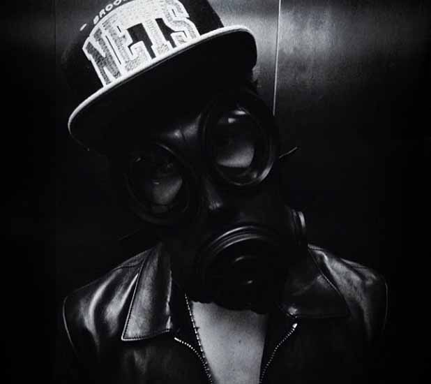 Justin Bieber wears gas mask in London