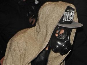 Justin Bieber, gas mask