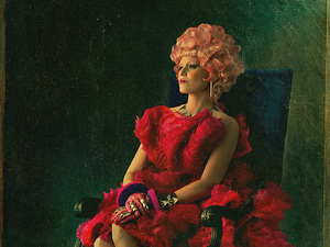 Elizabeth Banks as Effie Trinket in &#39;The Hunger Games: Catching Fire&#39; poster
