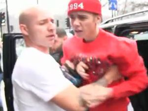 Justin Bieber in alleged fight with photographer in London