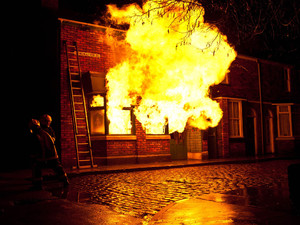 8086: Firefighters struggle to calm the blaze at the Rovers. Will Stella, Karl and Sunita make it out alive?