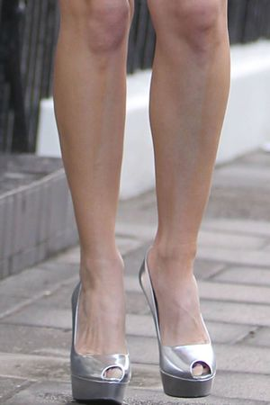 Kelly Brook, legs, fake tan