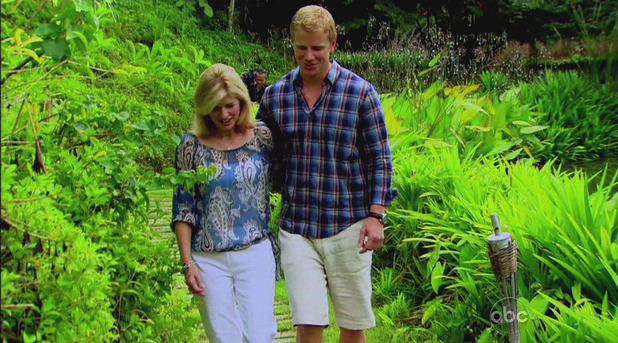 Sean speaks with his mother Sherry during 'The Bachelor' season finale