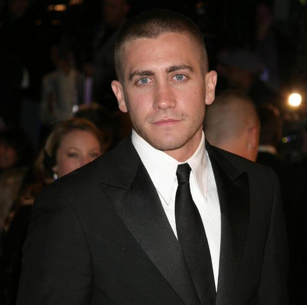 Jake Gyllenhaal, shaved head