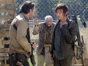 Rick Grimes (Andrew Lincoln), Daryl Dixon (Norman Reedus) in The Walking Dead S03E14: 'Prey'