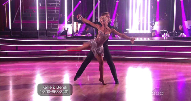 Dancing With The Stars S16E01: Kellie Pickler & Derek Hough