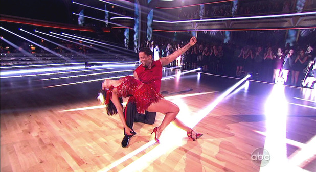 Dancing With The Stars S16E01: DL Hughley & Cheryl Burke
