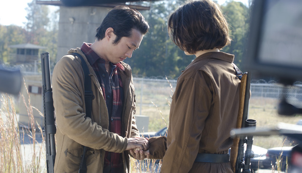 Glenn (Steven Yeun) and Maggie Greene (Lauren Cohan) in The Walking Dead S03E14: 'Prey'