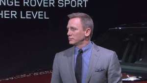 Daniel Craig closes down NYC for Land Rover live drive - video