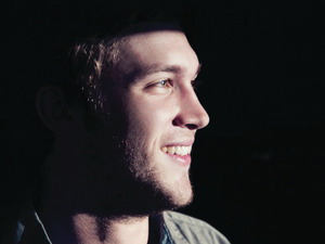 Phillip Phillips press shot