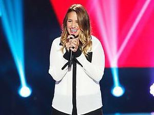 Jess Kellner performs on The Voice Season 4 premiere