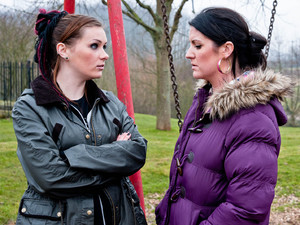 6523: Amy's shocked to find out Kerry left Sarah alone and getting her to lie to Andy. Realising she's up to her old tricks, Amy warns her mum to tell Andy or she will